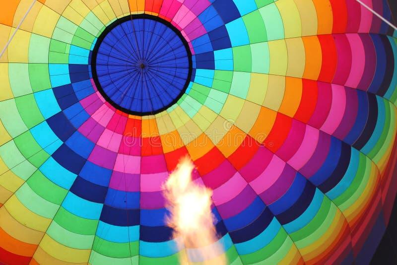 Hete luchtballon met het branden van vlam stock afbeeldingen