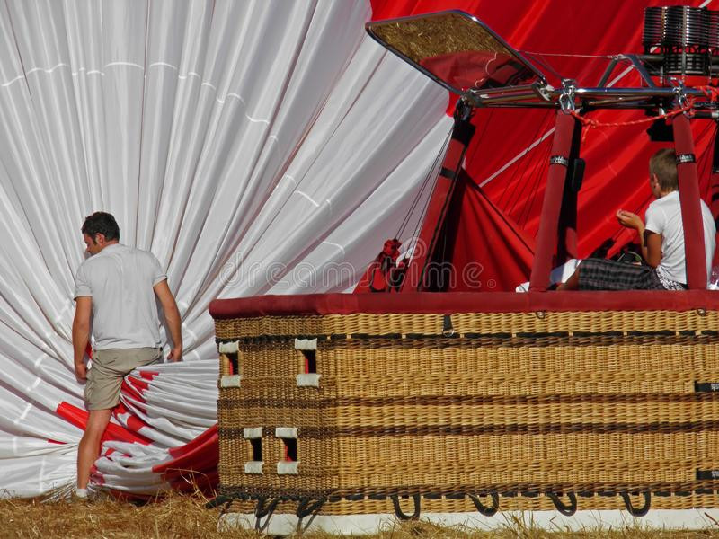 Hete luchtballon na het landen in Portugal royalty-vrije stock foto