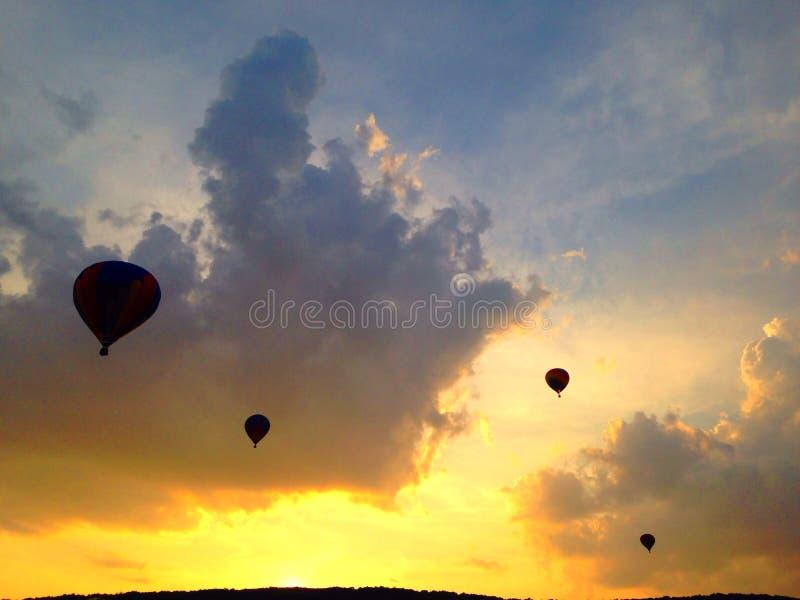 Hete Luchtballons bij Zonsondergang stock foto