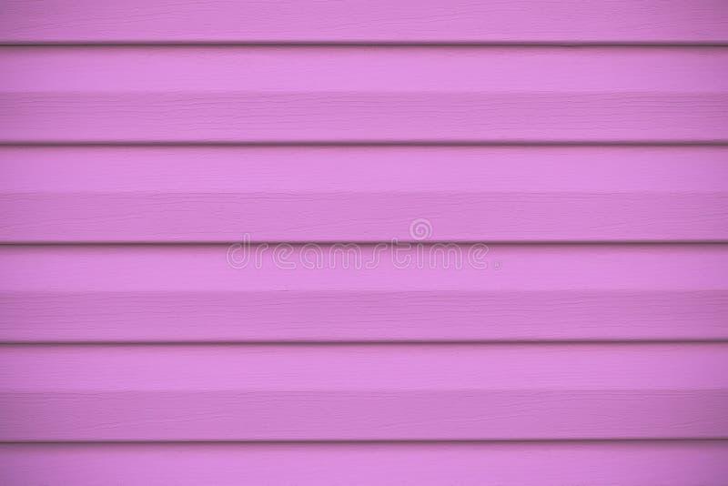 Hete roze gestreepte omheining Het onder ogen zien van oppervlakte, houten textuur Deklaagachtergrond Abstract patroon van het ho stock afbeeldingen
