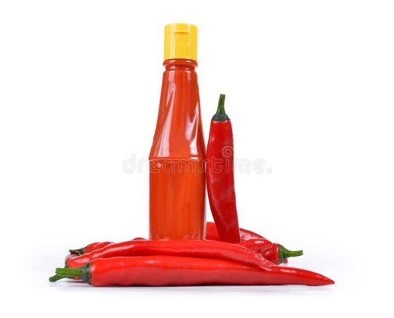 Hete saus in fles met Rode Spaanse peperpeper stock foto