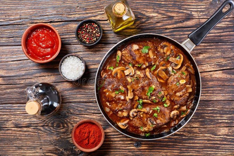 Hete smakelijke het rundvleeslapjes vlees van Salisbury stock afbeelding