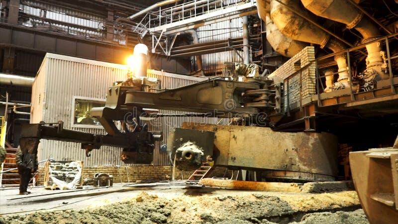 Hete winkel van de metallurgische installatie met moderne machines, industrieel landschap Voorraadlengte Gesmolten metaalproducti royalty-vrije stock foto's