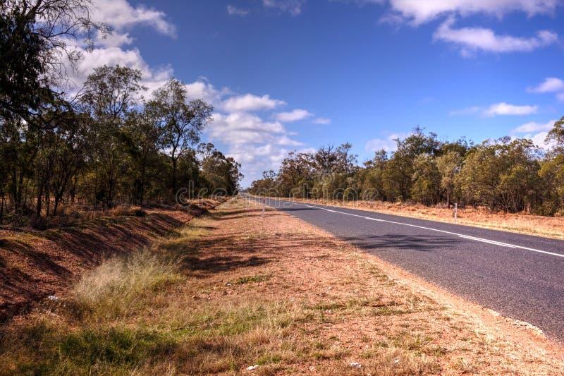 Hete zonnige weg in binnenland NSW stock foto's