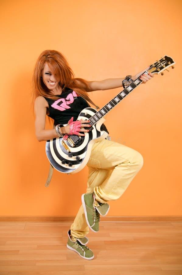 Heup-hop meisje met gitaar stock foto's