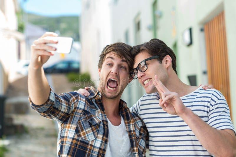Heupvrienden die selfie nemen royalty-vrije stock afbeeldingen