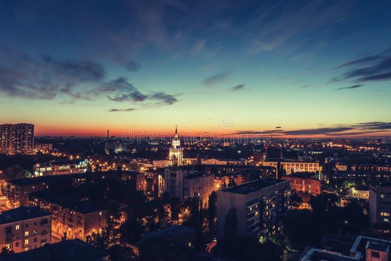 Heure d'or, ville Voronezh, panorama de nuit photo stock