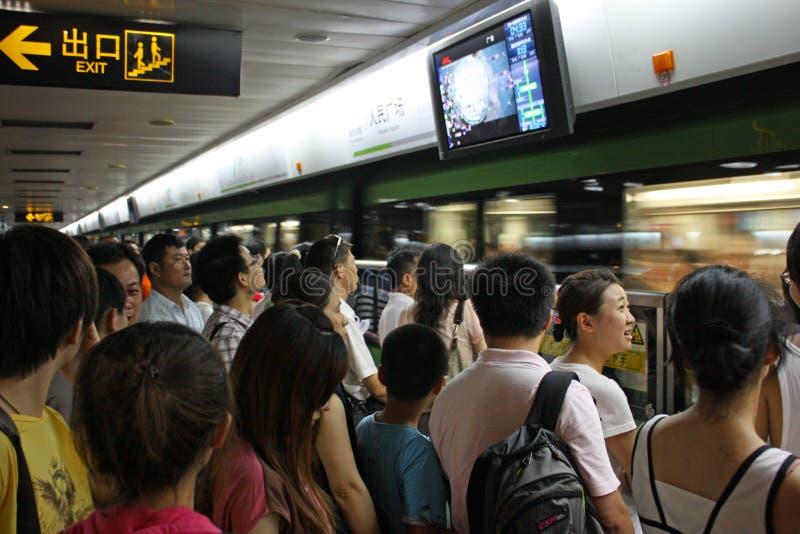 Heure de pointe dans la métro de Changhaï image libre de droits
