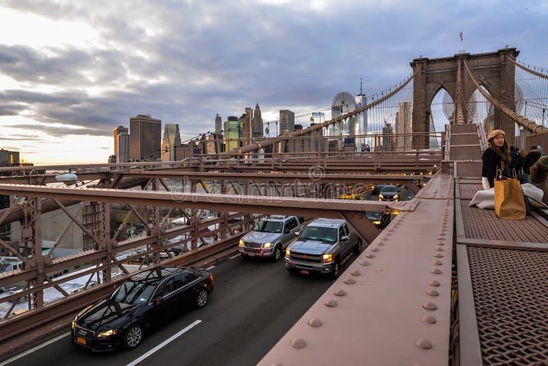 Heure de pointe sur le pont de Brooklyn images stock