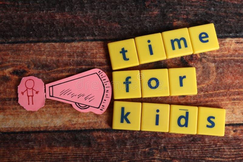 Heure pour des enfants photo libre de droits