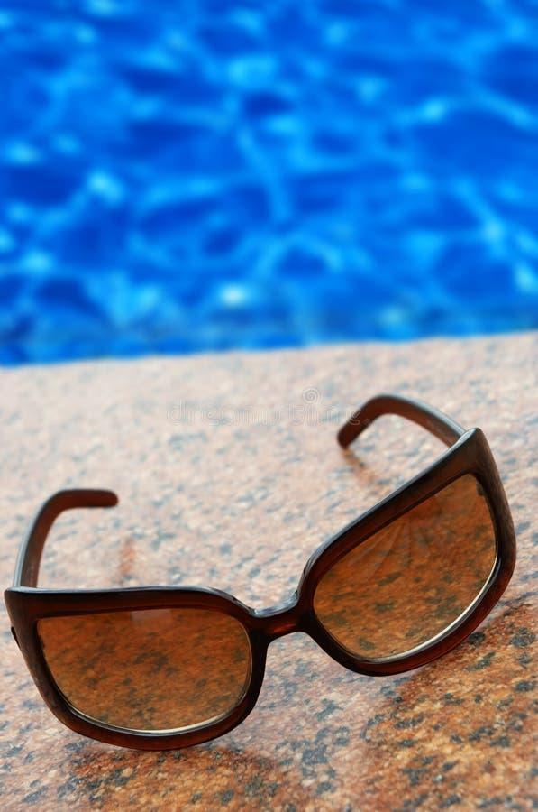 Heure pour des vacances d'été (le concept, placent votre texte sur le wat bleu photos libres de droits