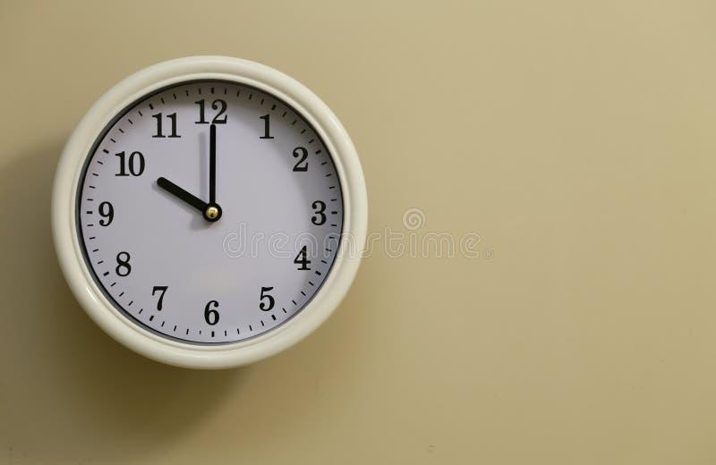 Heure pour le 10h00 d'horloge murale photographie stock
