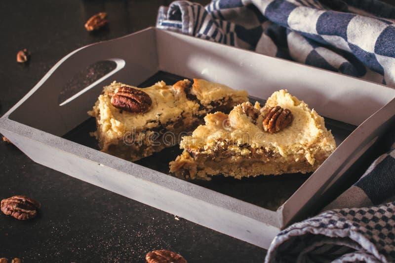 Heure pour un morceau de tarte aux noix de pécan images libres de droits