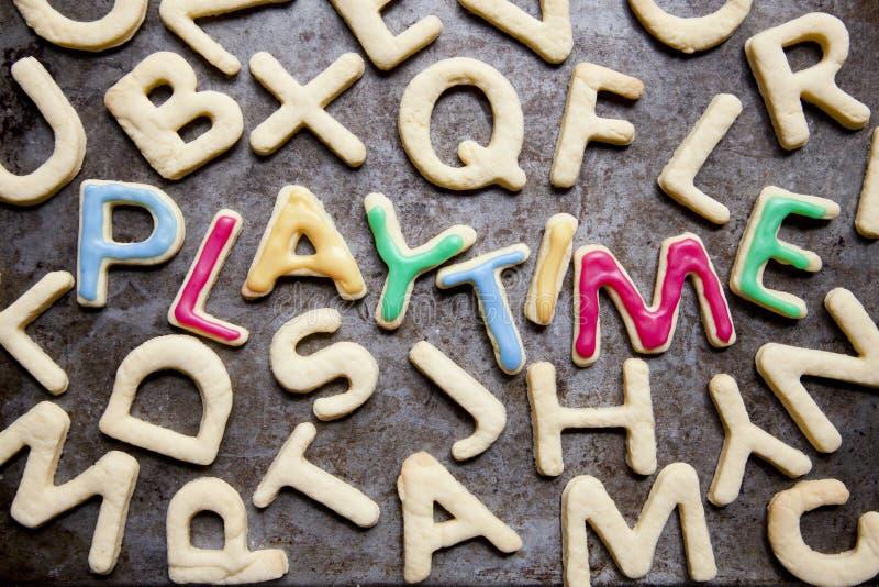 HEURES DE RÉCRÉATION décorées de biscuits photographie stock libre de droits