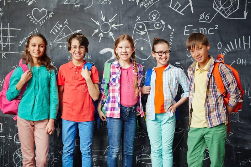 Heureux à l'école image libre de droits