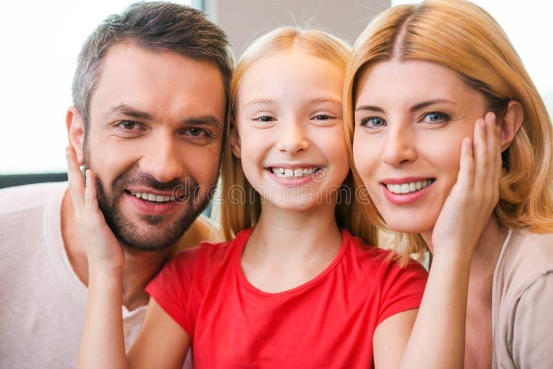 Heureux d'être une famille photo stock