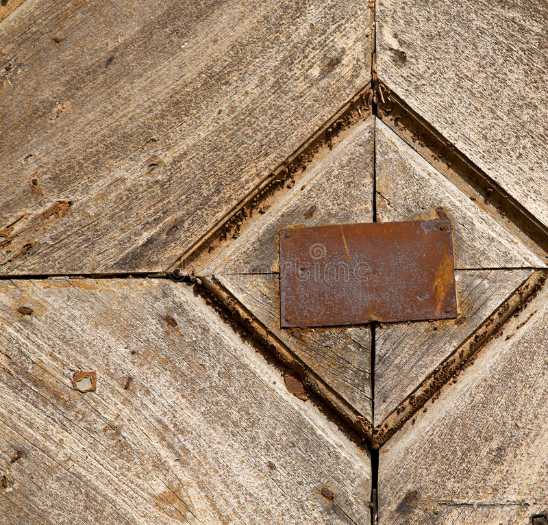 Heurtoir brun en laiton rouillé de samarate d'abrégé sur Antonino photos libres de droits