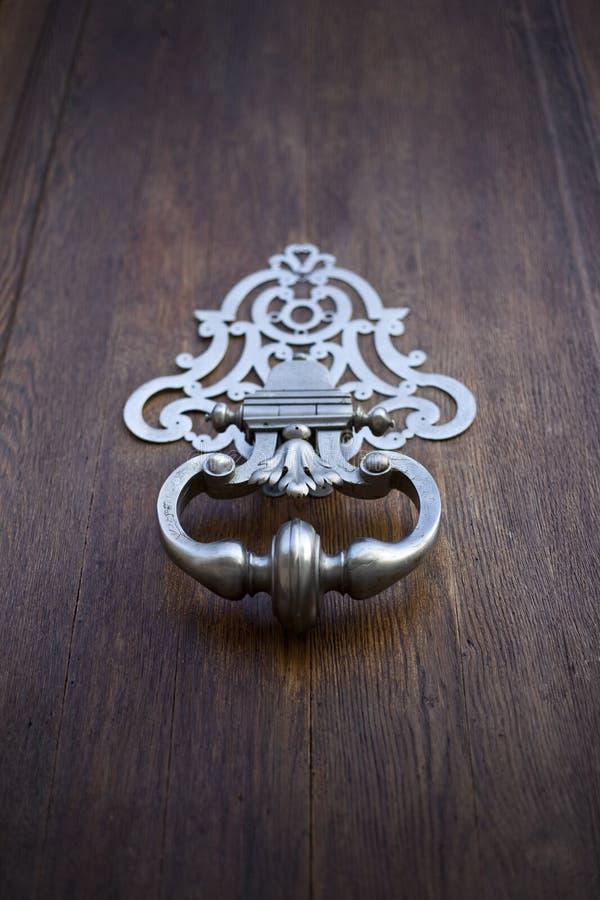 Heurtoir de porte en bronze photographie stock libre de droits
