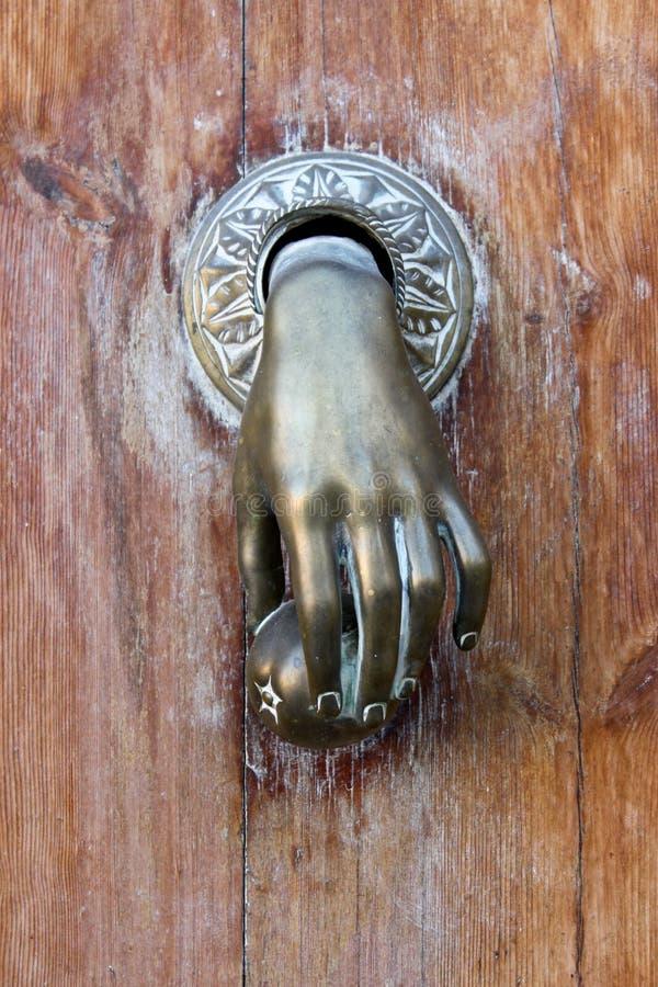 Heurtoir de porte formé par main image stock