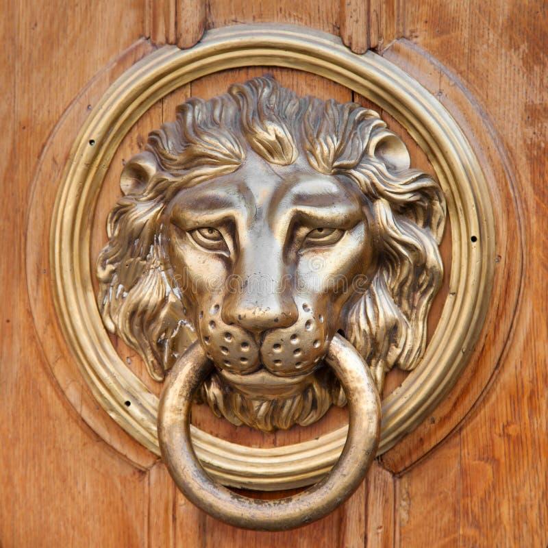 Heurtoir De Porte, Poignée Tête De Lion Image stock