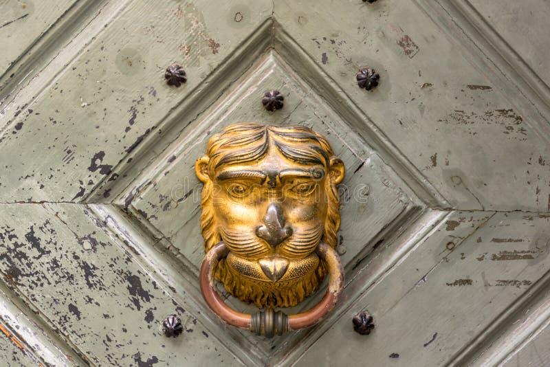 Heurtoir de porte sous la forme de visage photo stock