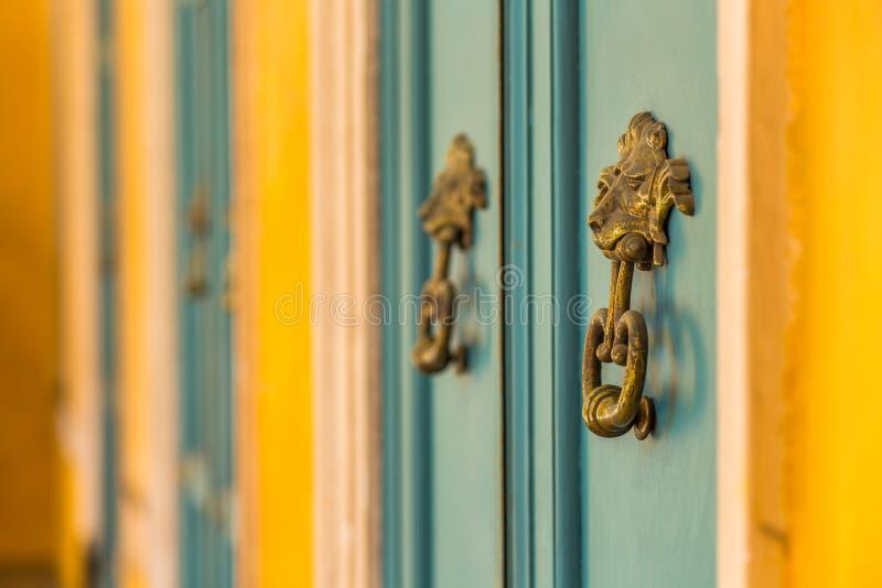 Heurtoirs de porte de fer photos stock