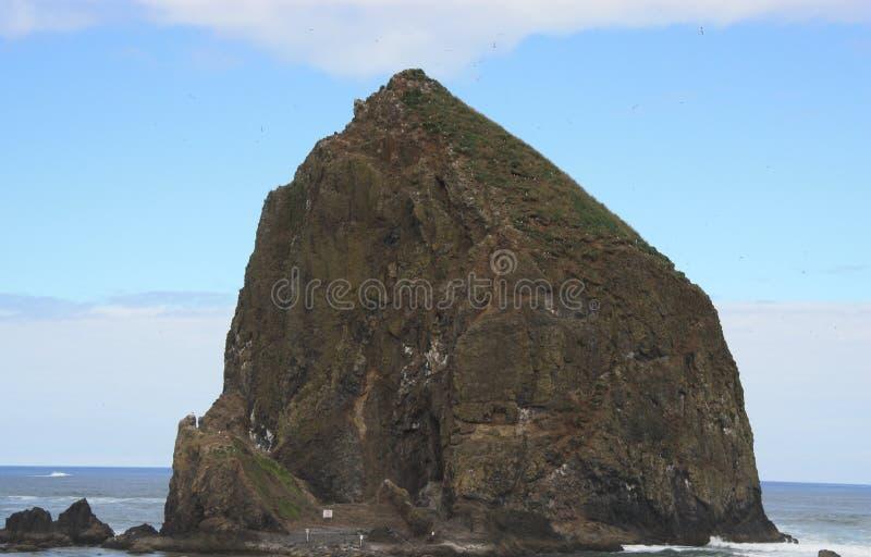 Heuschober-Felsen am Kanonen-Strand Oregon stockfotografie