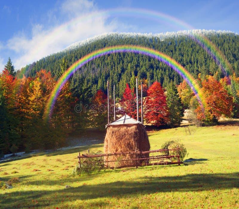 Heuschober im Herbst lizenzfreies stockfoto
