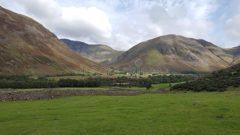 Heuvels en bergen stock afbeeldingen