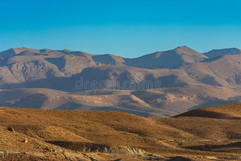 Heuvels en de Atlasbergen in Midelt Marokko royalty-vrije stock afbeeldingen