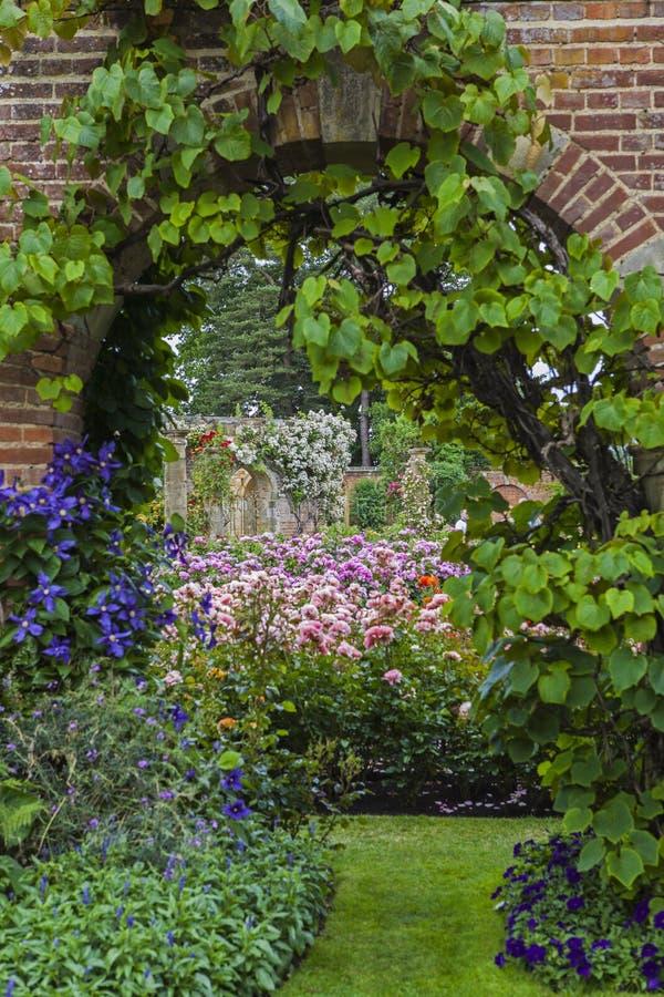 Hever-Schloss-Gärten lizenzfreies stockbild