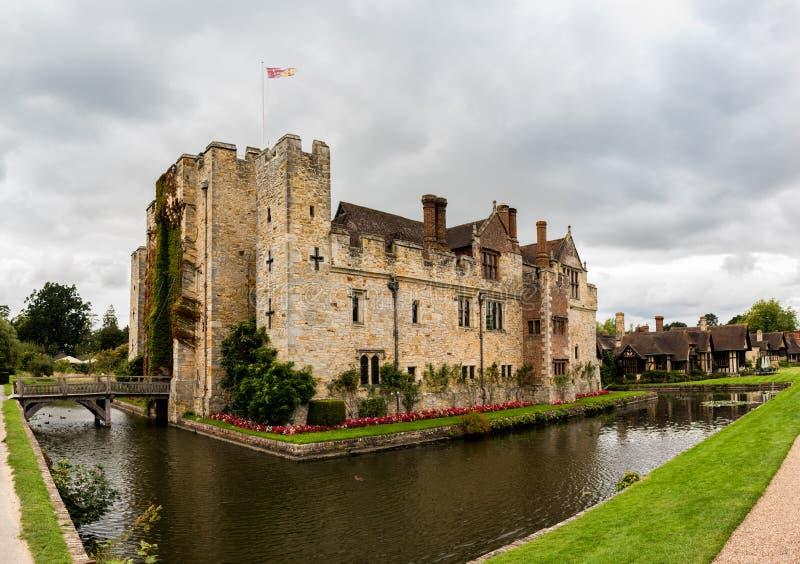 """HEVER-SLOTT, ENGLAND, UK †""""SEPTEMBER 08 2018: Sikt av den Hever slotten och dess vallgrav royaltyfri foto"""