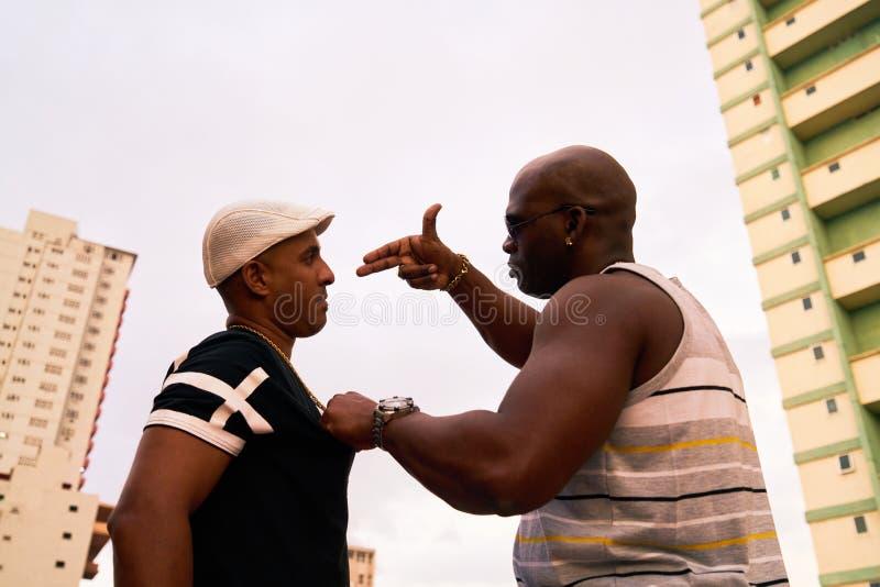 Hevige Mensen die en Drugsmisdaad en Geweld bepleiten vechten stock foto's