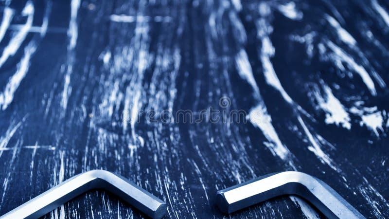 Hexágono para o trabalho do reparo que encontra-se na tabela Repare ferramentas no foto de stock royalty free