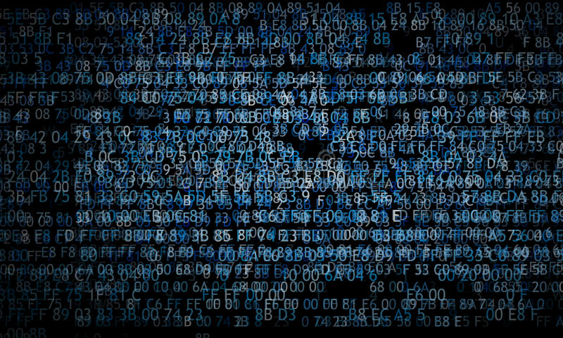 Hexadecimale code die het computerscherm op zwarte achtergrond lanceren Blauwe cijfers royalty-vrije stock afbeelding