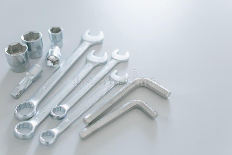Τα εργαλεία χάλυβα γαλλικών κλειδιών για την επισκευή και το hexagon εργαλείο ή γαλλικό κλειδί Άλλεν που τίθεται στο ανοικτό γκρι στοκ φωτογραφία με δικαίωμα ελεύθερης χρήσης