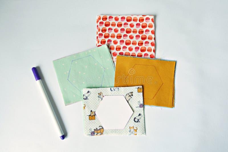 Hexagon malplaatjes en het merken van pen stock fotografie