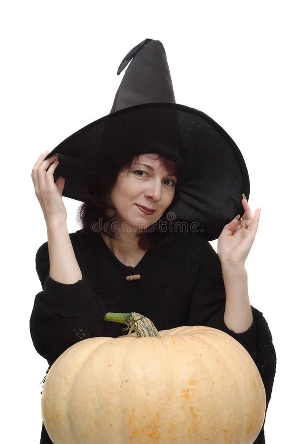 Hexe im schwarzen Hut stockbild