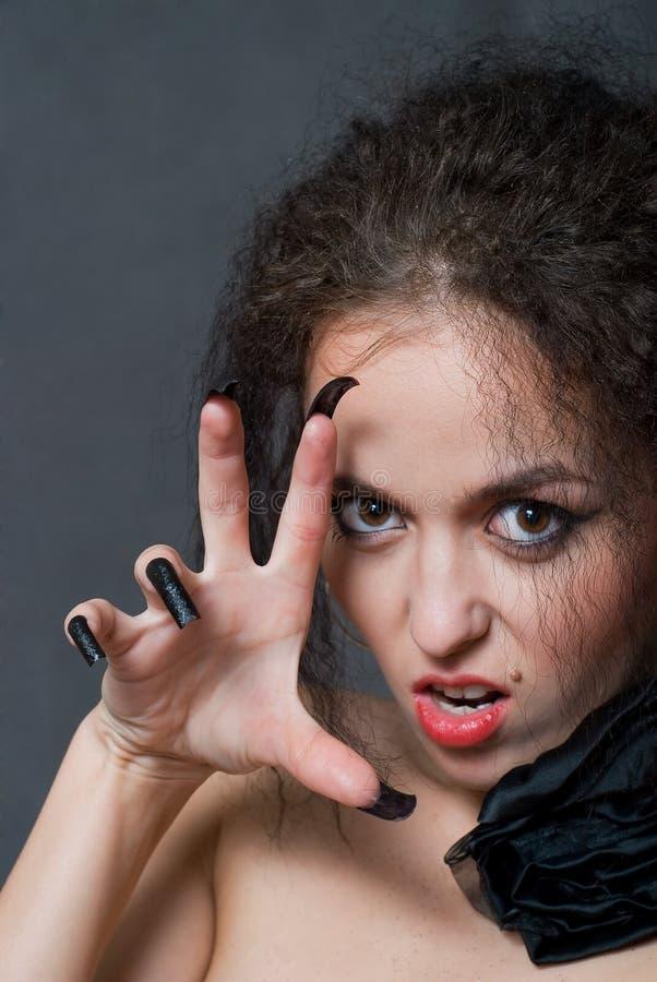 Hexe mit schwarzen Nägeln lizenzfreie stockfotos