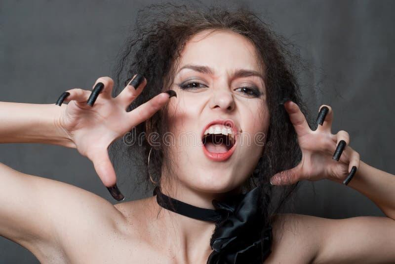 Hexe mit schwarzen Nägeln stockbild