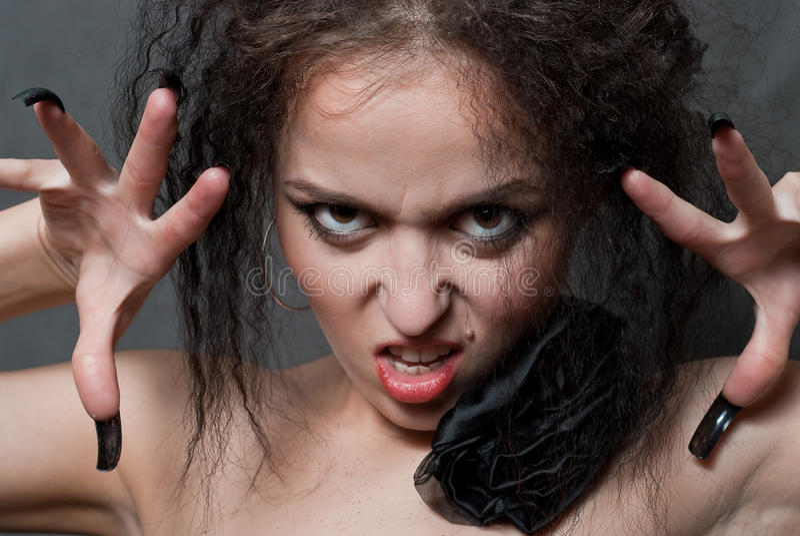 Hexe mit schwarzen Nägeln lizenzfreie stockfotografie