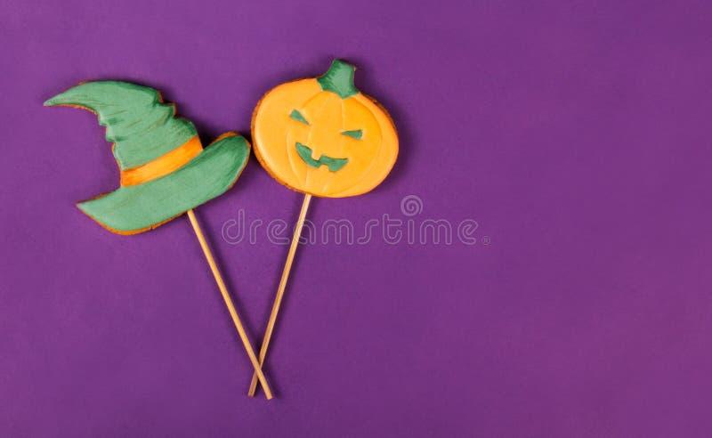 Hexehut und -kürbis Lebkuchen-Plätzchen für Halloween lizenzfreies stockfoto