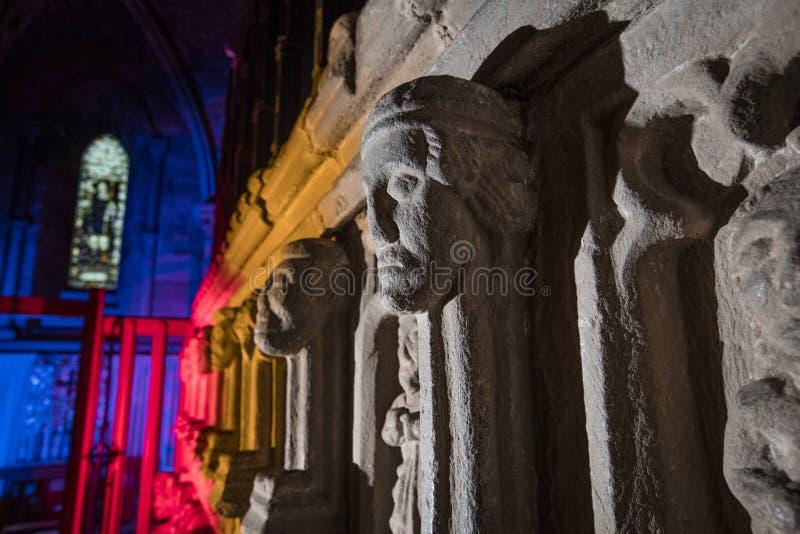 Hexham, Northumberland, Reino Unido, el 9 de mayo de 2016, cabeza de piedra tallada en la abad?a de Hexham fotos de archivo libres de regalías