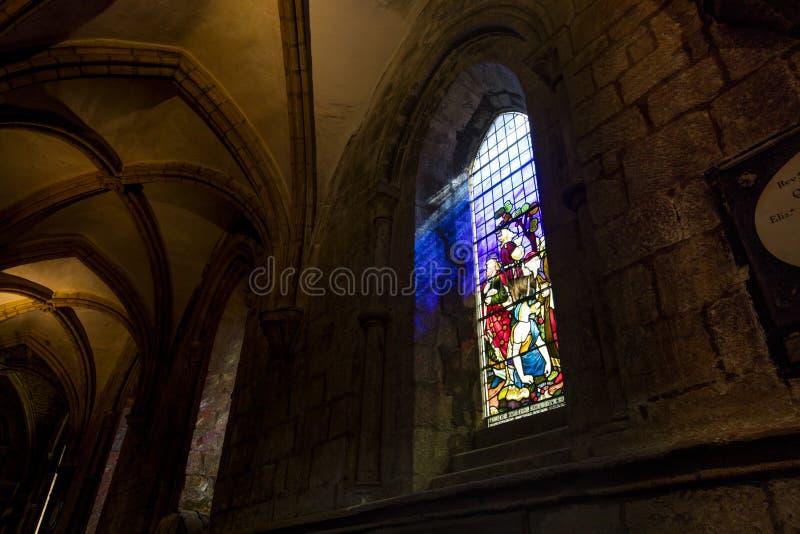 Hexham, Northumberland, Reino Unido, el 9 de mayo de 2016, un vitral en la abadía de Hexham imagen de archivo libre de regalías