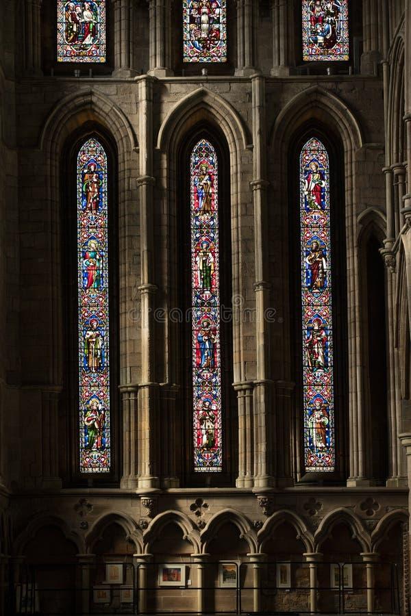 Hexham, Northumberland, Vereinigtes K?nigreich am 9. Mai 2016 Buntglasfenster an der historischen Hexham-Abtei stockbilder