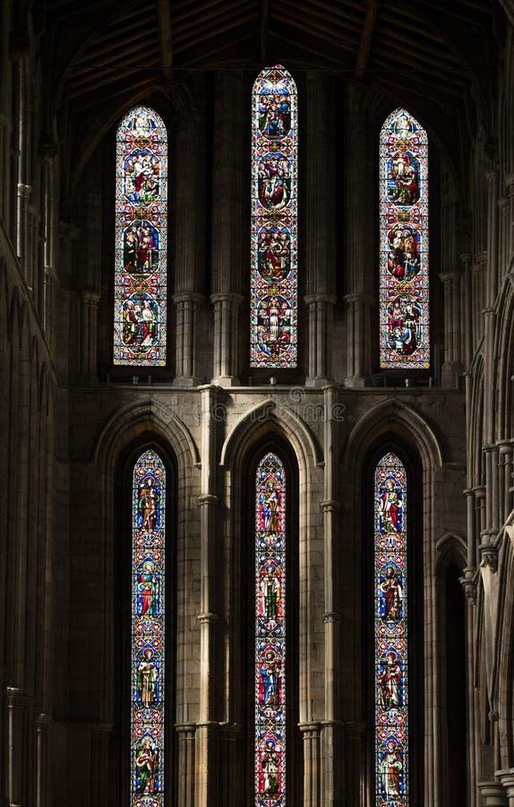 Hexham, Northumberland, Vereinigtes K?nigreich am 9. Mai 2016 Buntglasfenster an der historischen Hexham-Abtei lizenzfreies stockbild