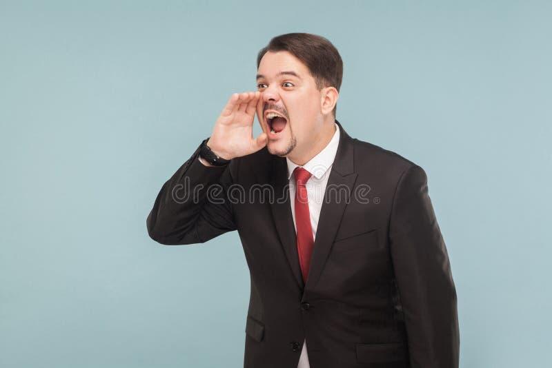 Hey alguém! Grito e medo do homem de negócios da preocupação imagem de stock