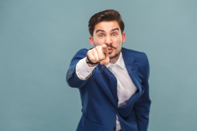 Hey u! Expressieve mens die vinger richten op camera royalty-vrije stock fotografie