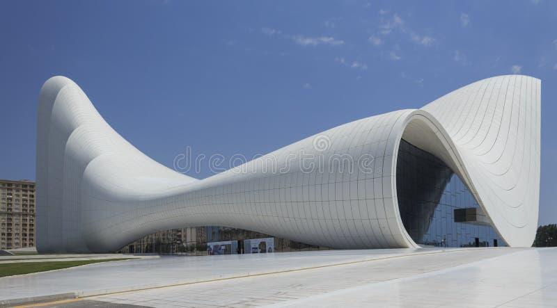 Heydar Aliyev Center à Bakou photographie stock libre de droits