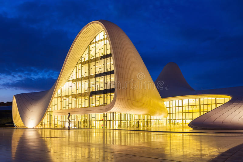 Heydar Aliyev Center, Baku stock foto's